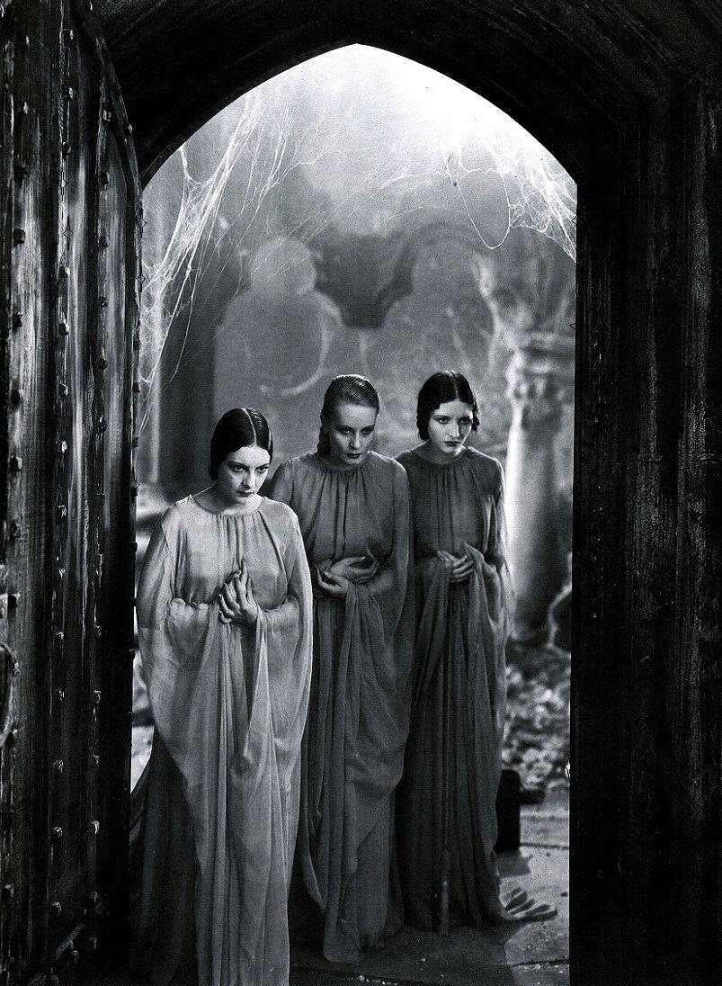 Dracula's brides in Dracula (1931)