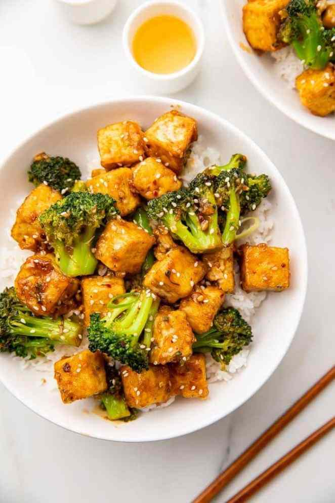 Tofu and broccoli on a plate