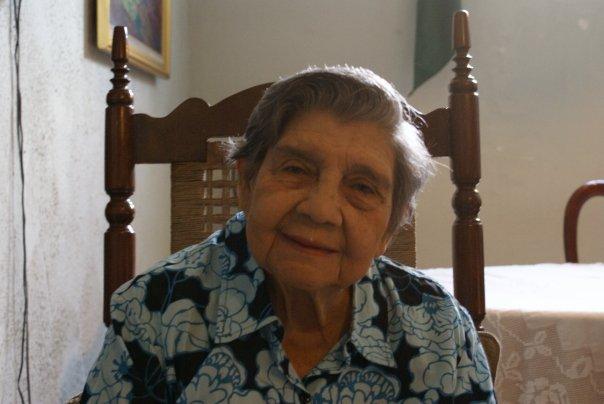 Tía Fantina, durante la visita de su nieta Betsy (Marzo 2009)