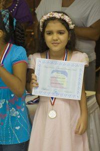 Mi Pichona Vielka con su certificado y medalla