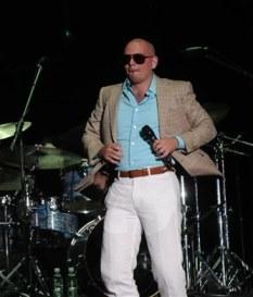 Pitbull, como cantante es un gran relleno