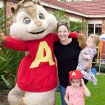 Alvin meets a Mum and her two daughters