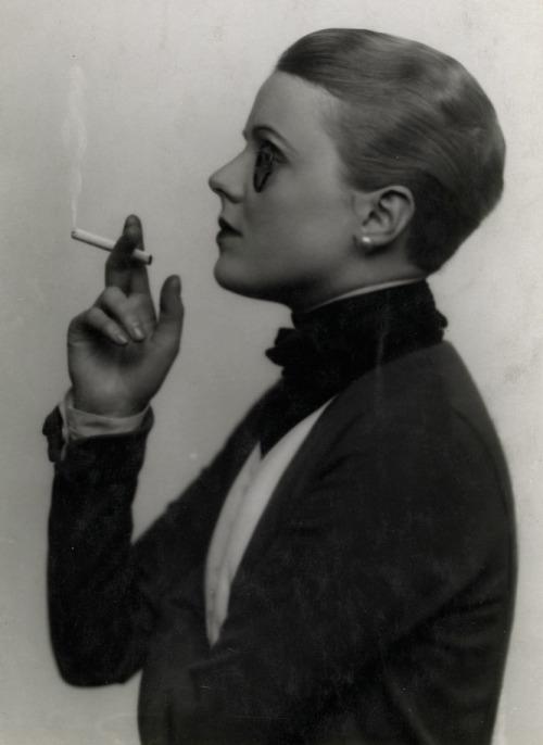 Edna Best, by Dorothy Wilding c.1925
