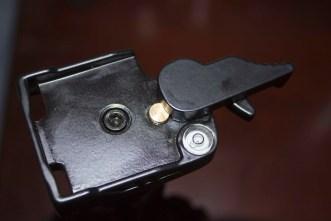 Quick release plate locking knob