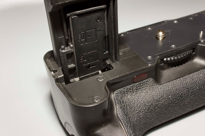 Battery cover in the slot