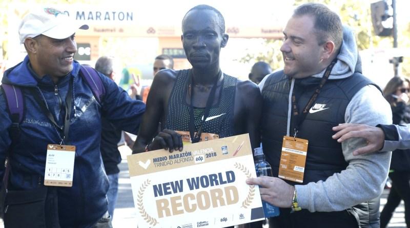 58 minutos 18 segundos fue el tiempo con el que cruzó la meta el keniata Abraham Kiptum/Marca