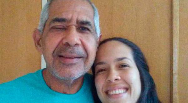 Maique con su hija luego de la cirugía/Cortesía