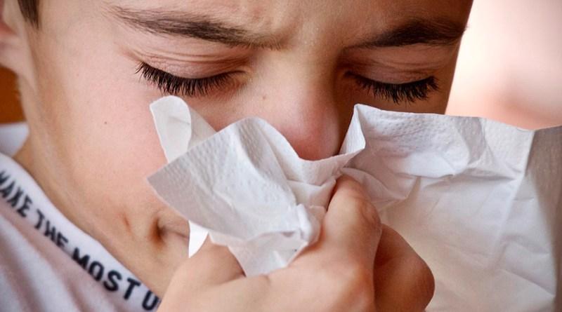 En el período lluvioso, hay mayor producción de moco y este puede quedarse estancado en la nariz cuando la persona tiene una obstrucción nasal