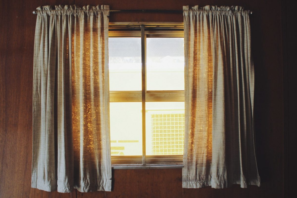 how to hang two curtains on one rod for