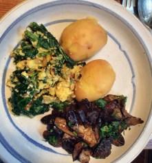 Maronen,Sinat mit Rührei,Kartoffeln - 25.10.15 (8)