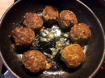 21.2.16 - Frikadellen,Kartoffelpü,Gurkensalat,Brokkoli,Dessert, (11)