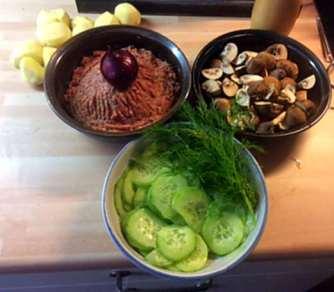 21.2.16 - Frikadellen,Kartoffelpü,Gurkensalat,Brokkoli,Dessert, (5)