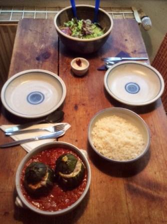 10.3.16 - gefüllte Zucchini,Tomatensoße,Reis,Salat (14)