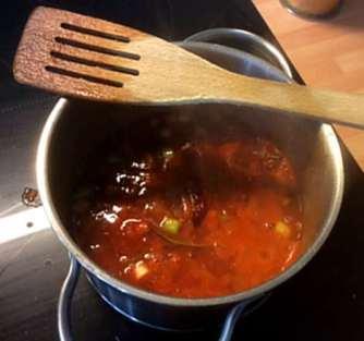 Black Beans Spaghetti,Zucchini Spaghetti,Champignons,Tomatensauce,Gurkensalat (7)
