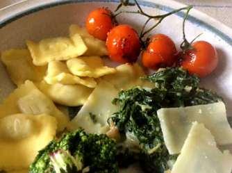 24.4.16 - Gierschgemüse,Ravioli,Bärlauchpesto,Rhabarberkompott,vegetarisch (16)
