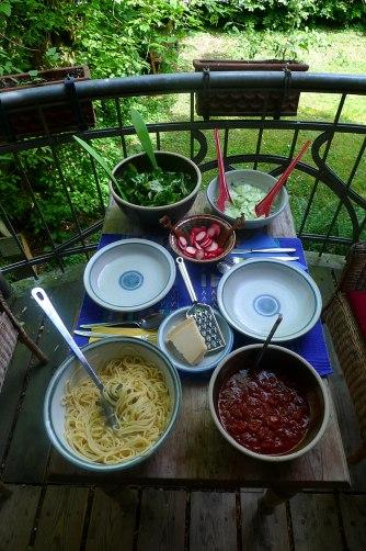23.5.16 - Kamut-Spaghetti,Tomatensoße,Salate,vegan (17)