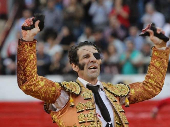 Juan José Padilla triunfa en el festejo 16 de la Plaza México