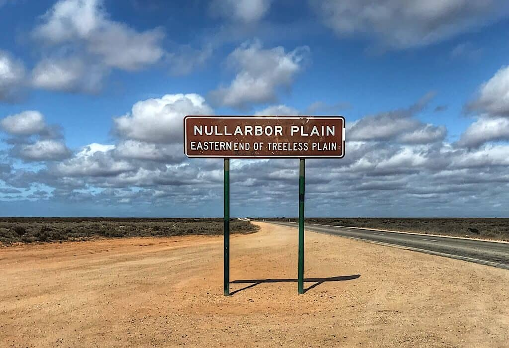 Nullarboar Plain Roadsign for the eastern end of treeless plain