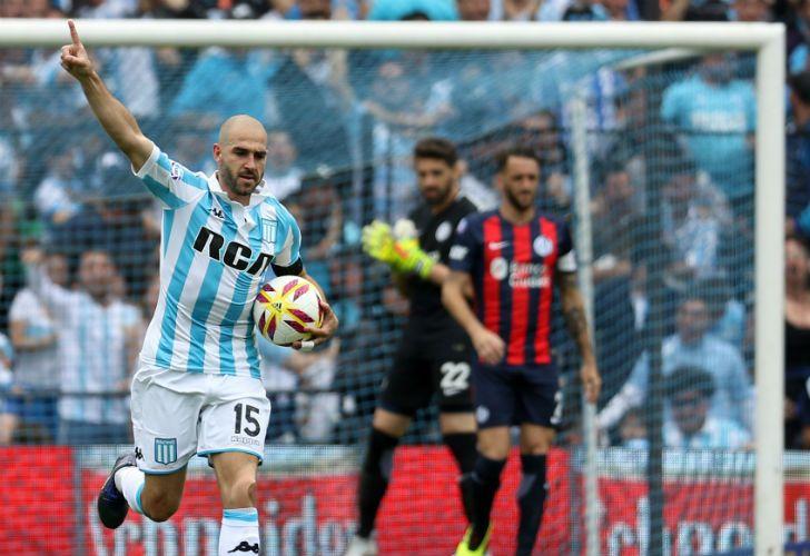 Racing venció a San Lorenzo y manda en la Superliga