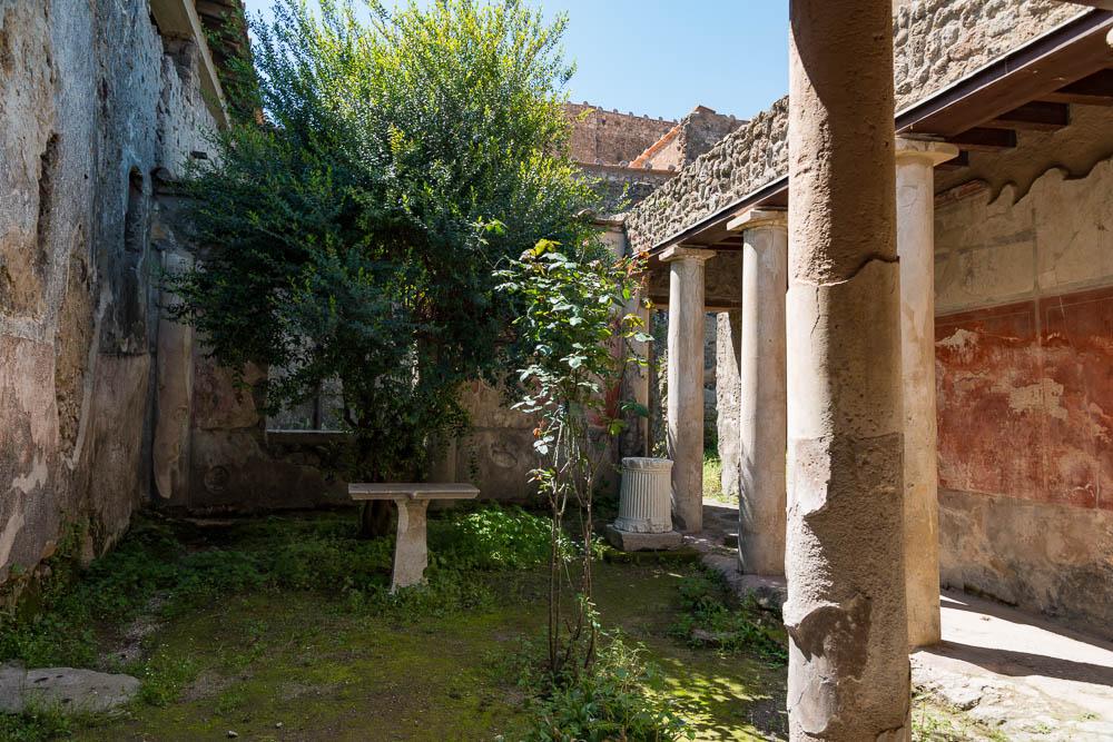 Following the sky Italy Pompeii travel-6