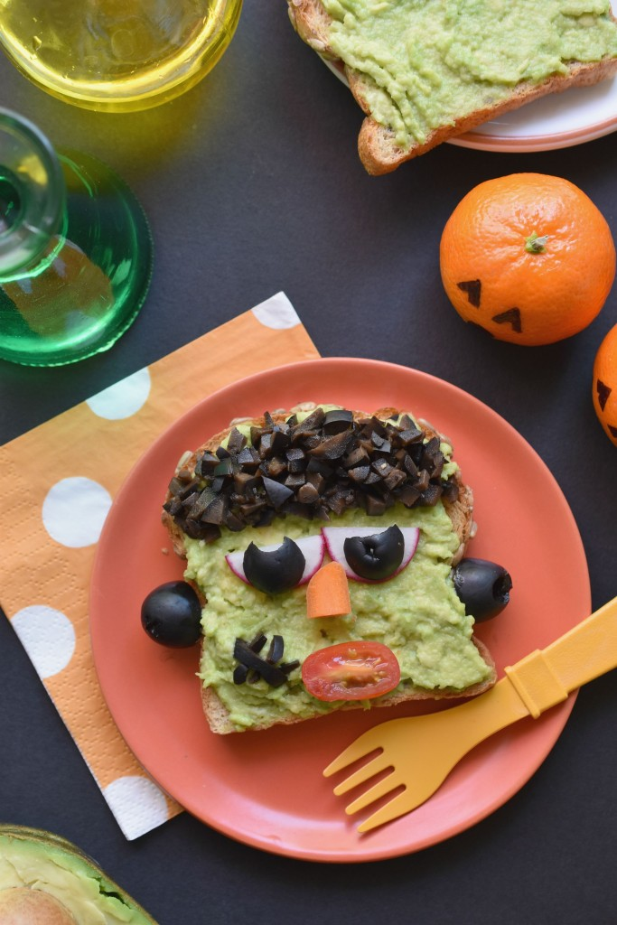 How silly and fun are these Frankenstein Avocado Toasts!