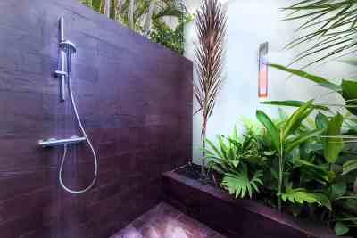 outside-shower2bdrom-sea