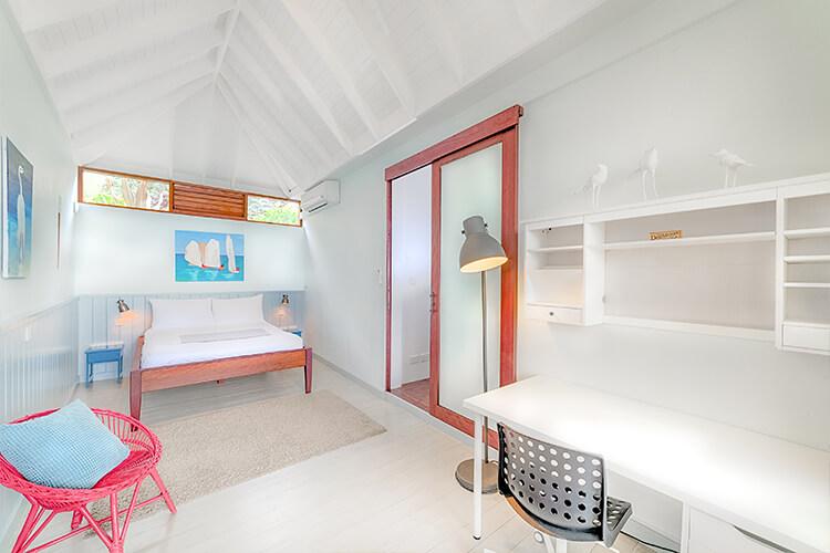 sea-view-bedroom-1-700-500