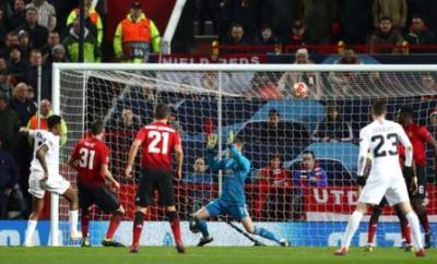 Presnel Kimpembe scores for PSG against Manchester United