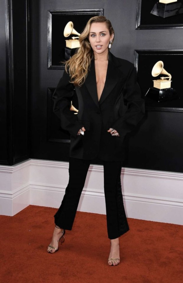 Red carpet looks at the 61st Grammy Awards (photos)