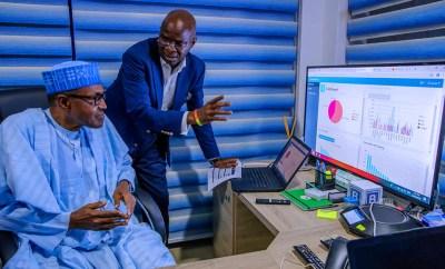 Photo of President Buhari and Fashola analyzing APC