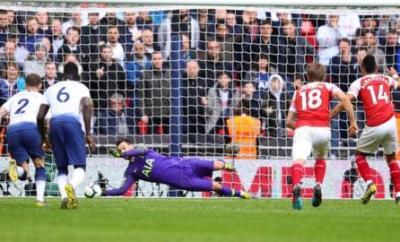 Hugo Lloris saves late penalty