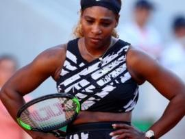Serena Williams with her hands on her hips