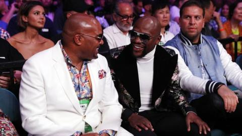 Retired boxer Floyd Mayweather (centre)