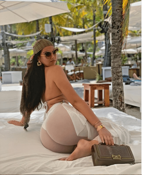 Sonia Morales puts her massive backside on display as she relaxes at the beach (Photos)