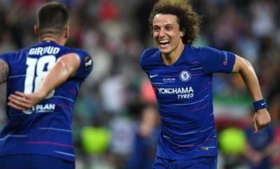 David Luiz celebrates with Olivier Giroud