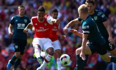 Pierre-Emerick Aubameyang scores Arsenal's second against Burnley