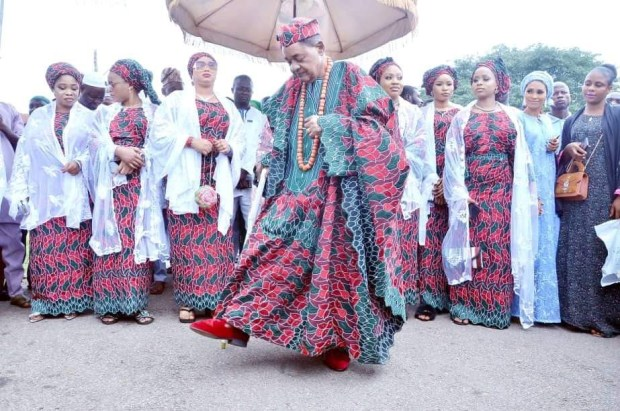 Lovely new photos of Alaafin of Oyo and his Oloris