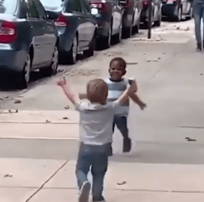 These toddlers have gone viral because of their heartwarming reaction when they saw each other on the street
