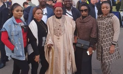 Alaafin of Oyo and his wives on holiday in London (photo)