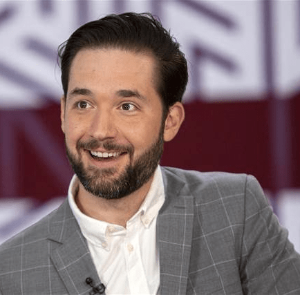 """Alexis Ohanian recalls the time Yahoo! told him his startup Reddit was a """"rounding error"""" as he reacts to Yahoo"""