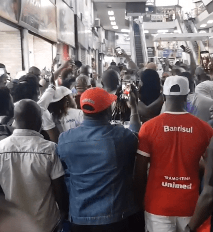 Moment Tuface Idibia was mobbed by excited fans in Brazil (video)