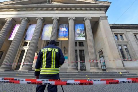 German Police Looking For 4 Suspects In Dresden Jewel Heist