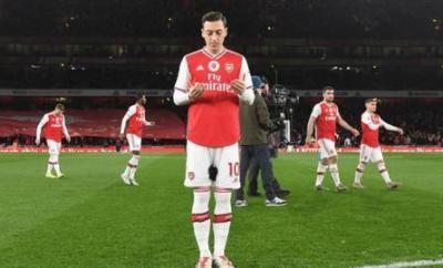 Mesut Ozil prays before Arsenal's game against Manchester City