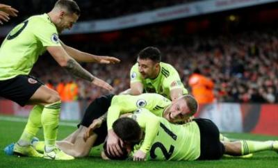 John Fleck celebrates with his team-mates after scoring Sheffield United's equaliser at Arsenal