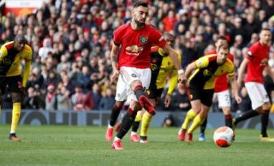 Bruno Fernandes scores a penalty for Manchester United