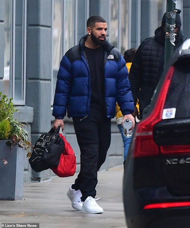 Drake sparks relationship rumors with supermodel Imaan Hammam as he