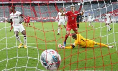 Thomas Muller scores for Bayern Munich