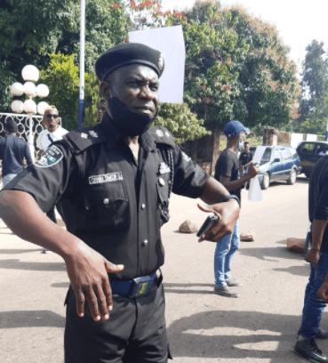 Police officer praised for helping and defending #EndSARS protesters