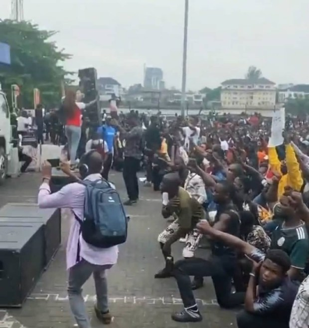 #EndSARS protesters pay respect for fallen victims of police brutality (photos/video)