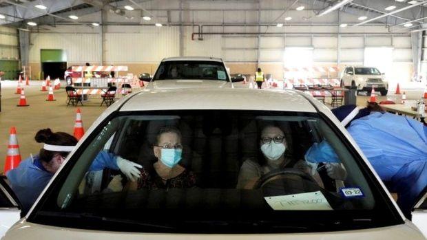Drive-through vaccination in Texas